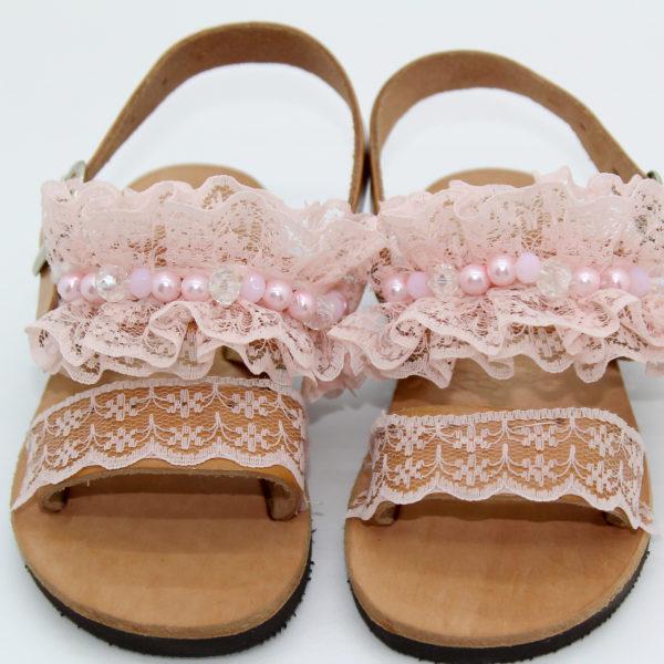 Χειροποίητα δερμάτινα σανδάλια παιδικά με ροζ δαντέλα και πέρλες.Ιδανικό  για βάπτιση. 84e02d8528b
